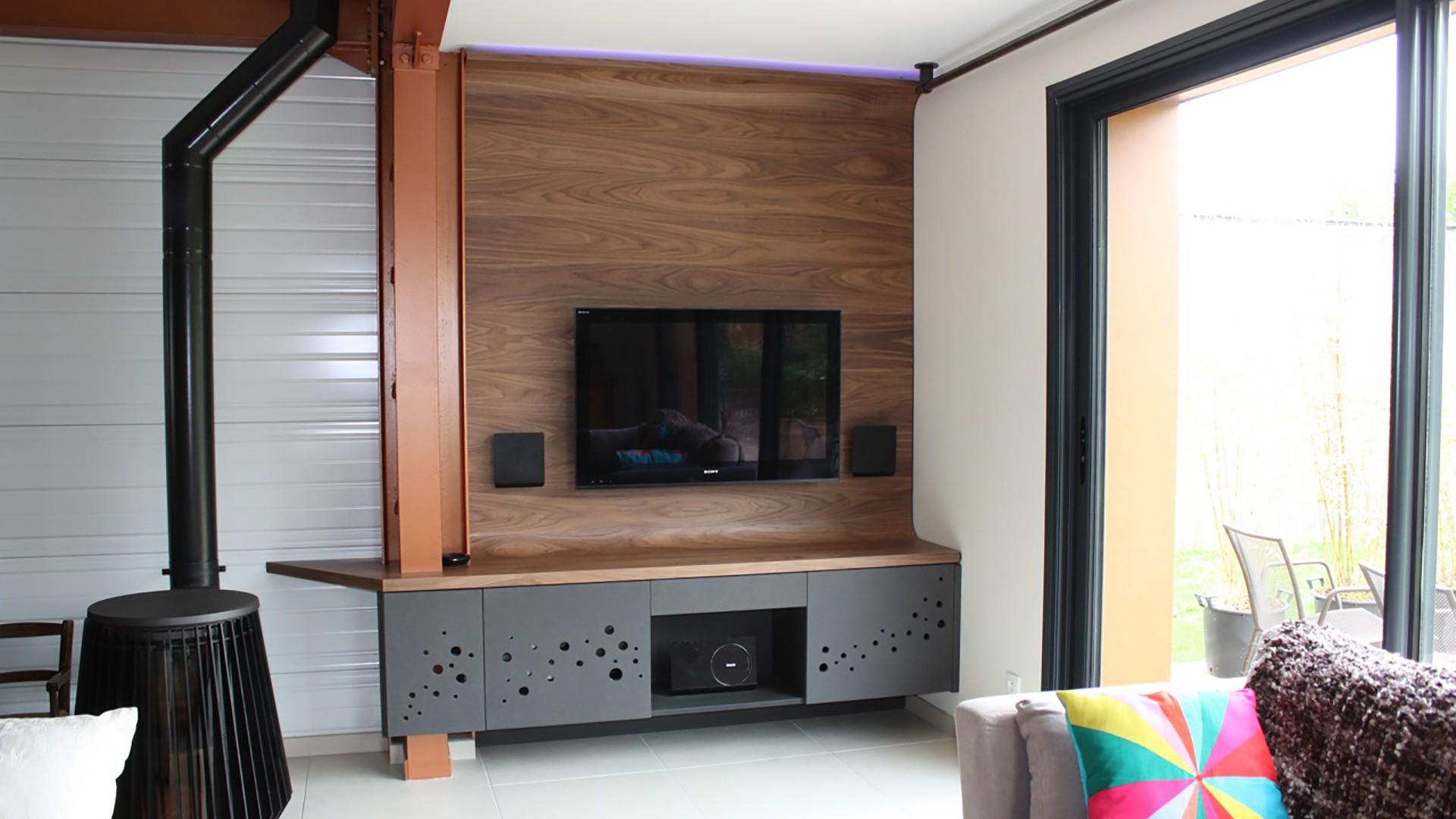 meuble tv noyer verni hubler. Black Bedroom Furniture Sets. Home Design Ideas